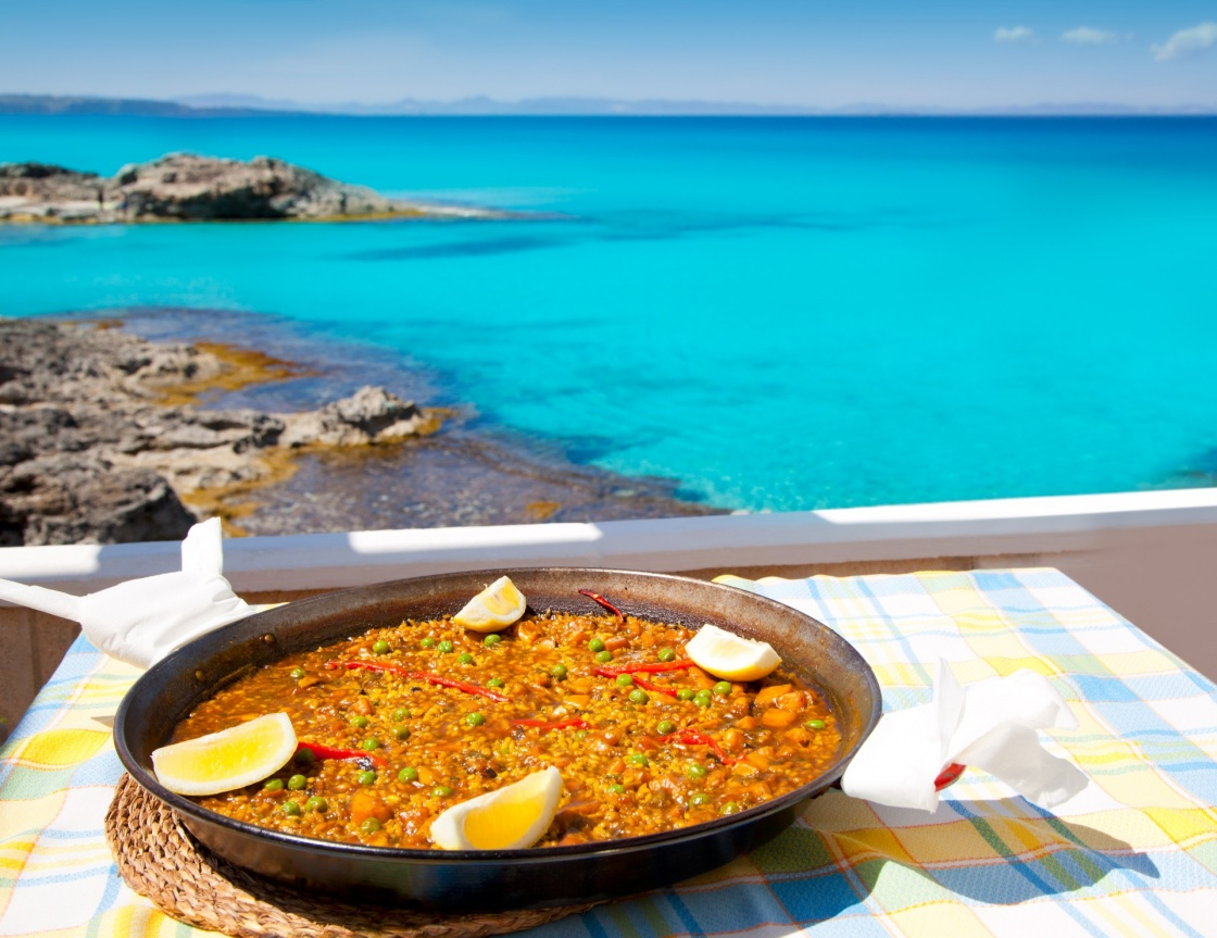 cibo formentera paella mediterranean rice food by the balearic formentera island beach photo illustration 574 c028
